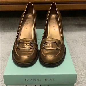 Gianni Bini high heeled shoe